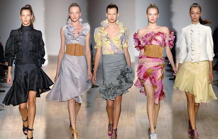 Этого сезона в моде юбки короткие