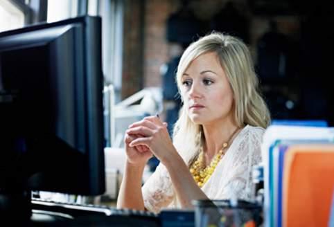 Работа за компьютером приводит к раннему старению кожи лица