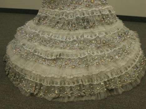 Румынский модельер украсила свадебное платье 12 кг драгоценностей