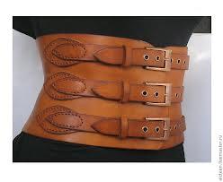 В моду опять вернулись корсетные пояса, бюстье и баски. Часть 1