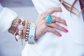 Как правильно носить браслет: избавляемся от предрассудков