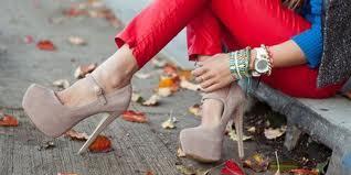 Дама на высоких каблуках: грациозная лань или хромой кузнечик?