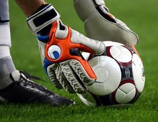Выбираем вратарские перчатки для будущего футболиста