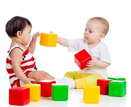 Как дети учатся, играя