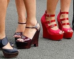Как правильно ходить на высоких каблуках
