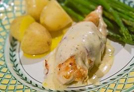 Курица в соусе из белого вина