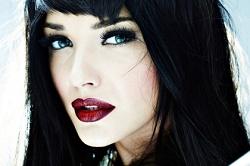 Советы по выбору косметики для брюнеток